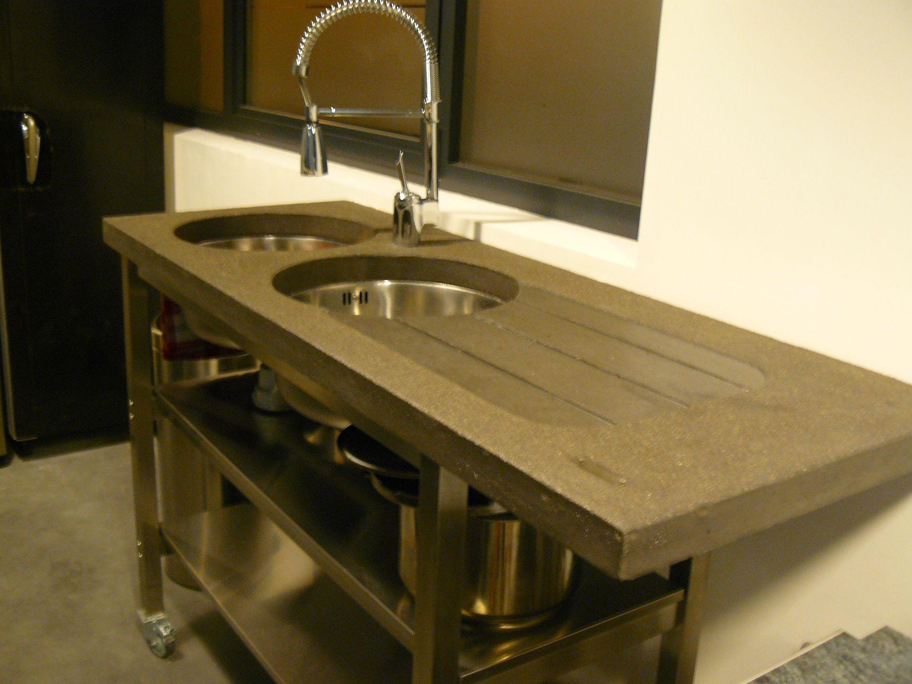 eviers de cuisine en b ton plein sur un chariot tout inox sinks of kitchen out of full. Black Bedroom Furniture Sets. Home Design Ideas