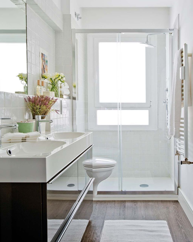 La Guía Definitiva Para El Cuarto De Baño Nuevos Muebles Apliques E Ideas Ventanas Para Baño Cuartos De Baño Diminutos Baño Pequeño Para Casa