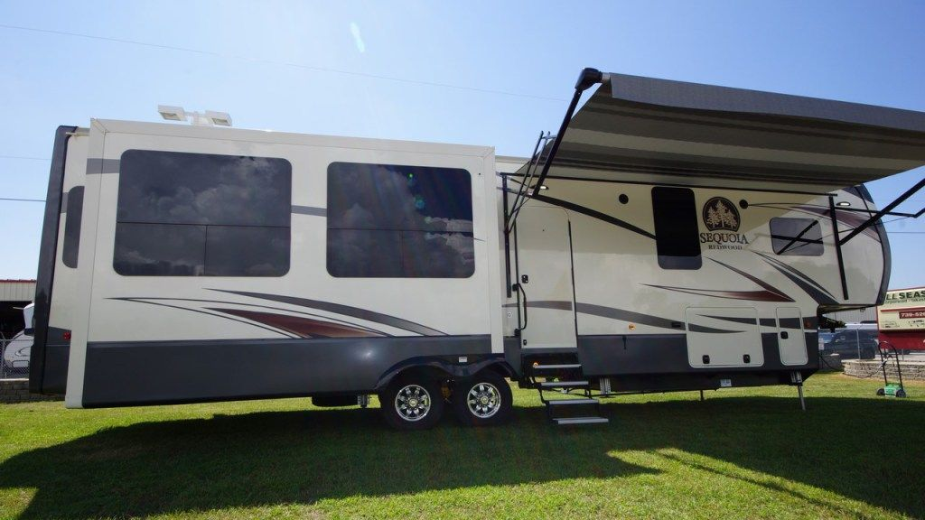Camp All Year Round Fall Ln Love With Our Top 5 Four Season Rvs Camper Trailer For Sale Fifth Wheels For Sale Rvs For Sale