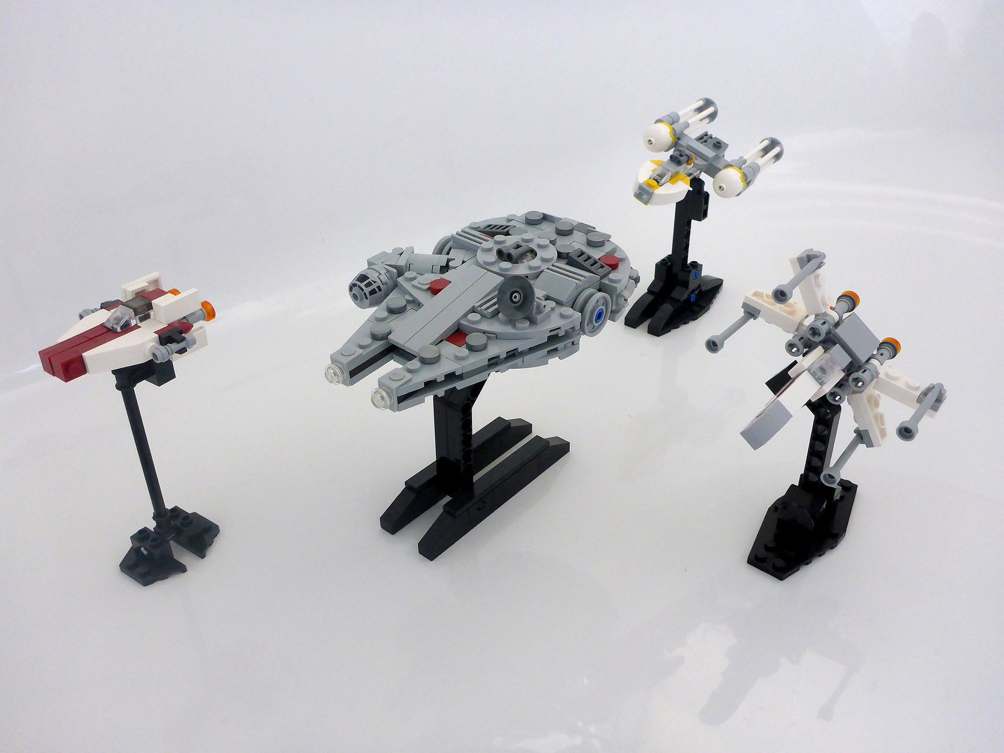 https://flic.kr/p/qRinBu | Star Wars micro fleet | The Millennium Falcon was the first ship I made, after getting the Lego 75030 micro fighter. I really liked the cockpit piece and wanted to use it so that was the starting point. I'm pretty happy with the way it turned out. The other ships were inspired by other micro-scale star wars ships I've seen around the web.