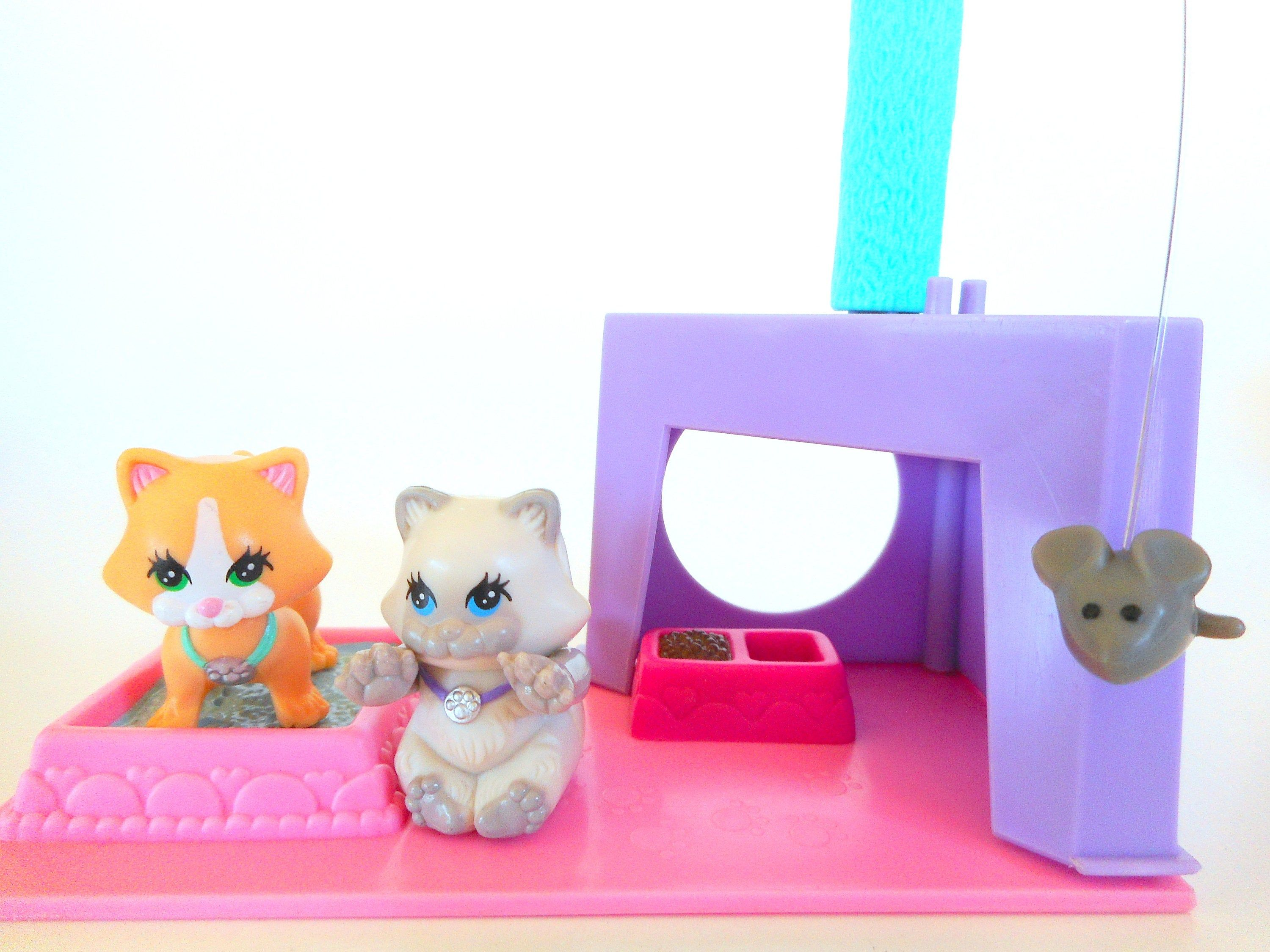 Vintage Littlest Pet Shop Cutesy Kittens With Kitten Playhouse Cat Playset By Kenner 1992 Littlest Pet Shop Little Pets Little Pet Shop