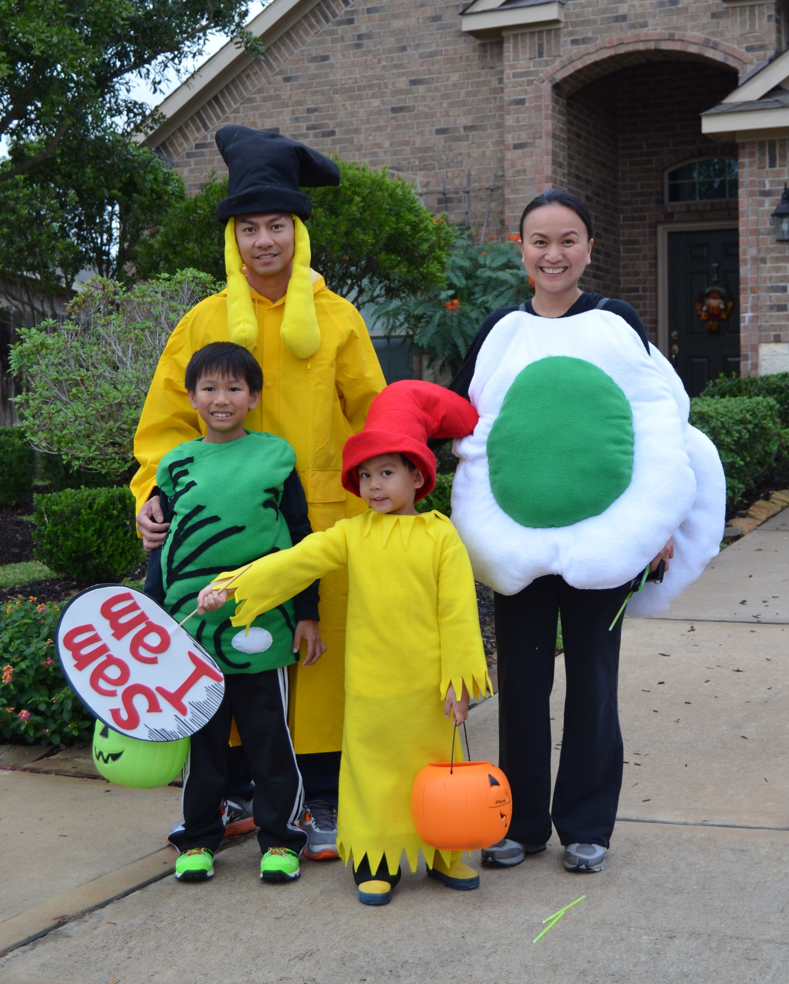 green eggs and ham group costume. sam i am, green eggs, ham and joey