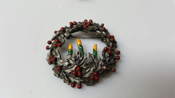 Torino Signed Holiday Wreath Brooch Pewter Seasonal Pin #vintagejewelry #etsyseller