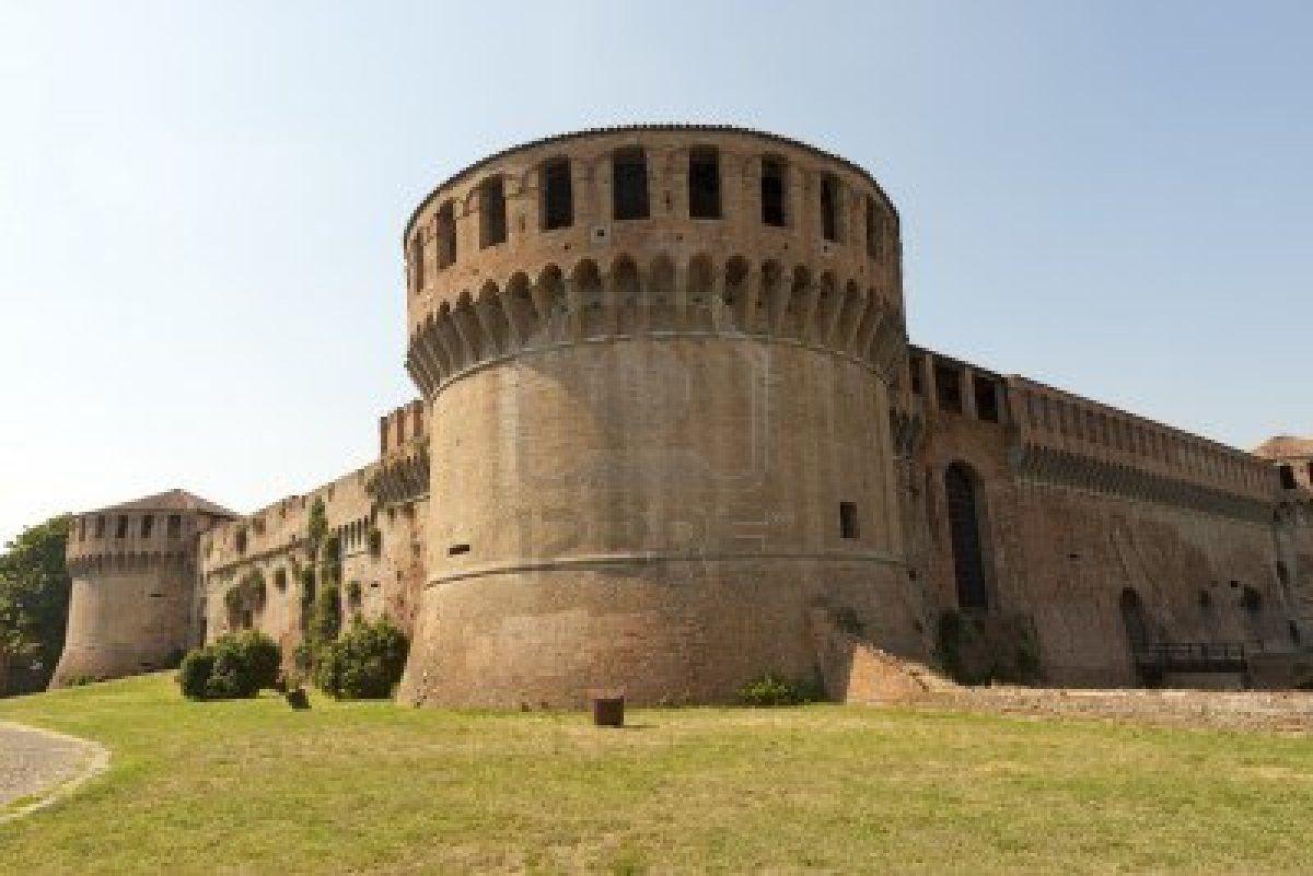 imola-bologna-emilia-romagna-italy--medieval-castle-rocca-sforzesca-14th-century