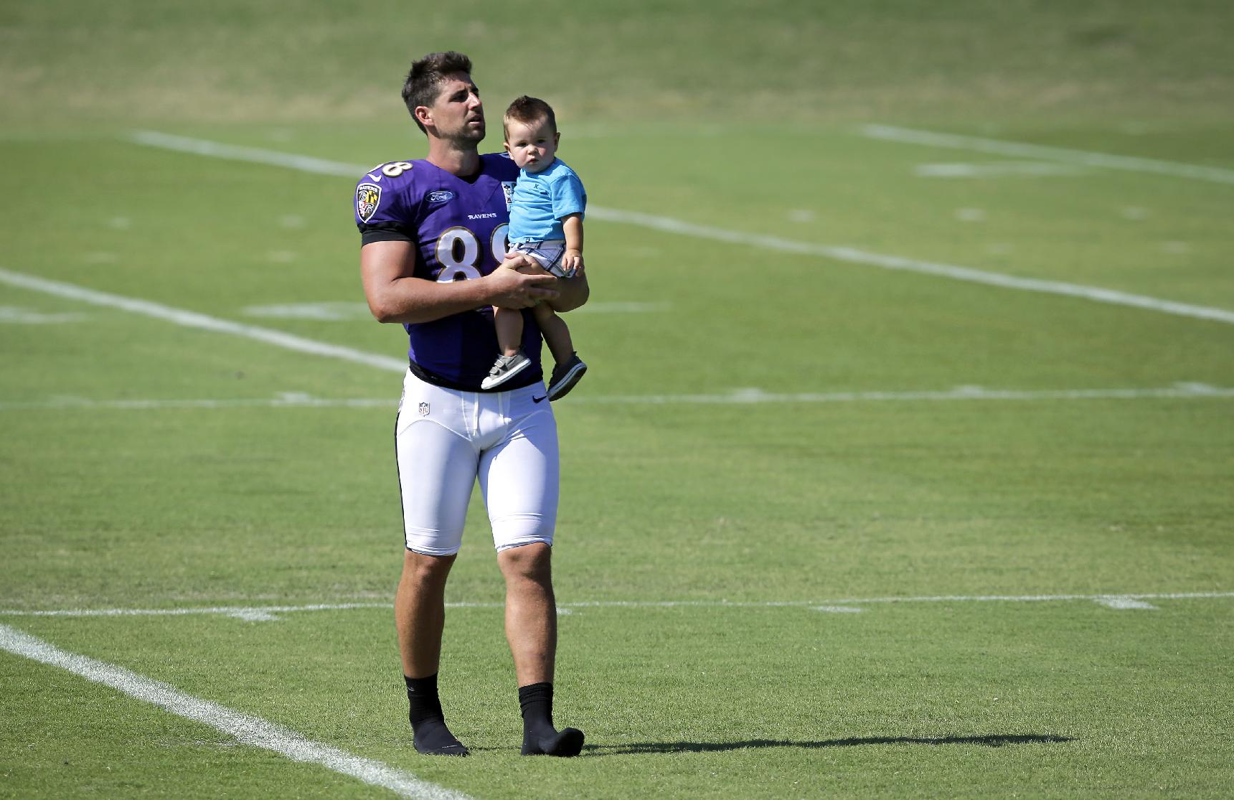 NFL players share tender moments with their kids at training camp