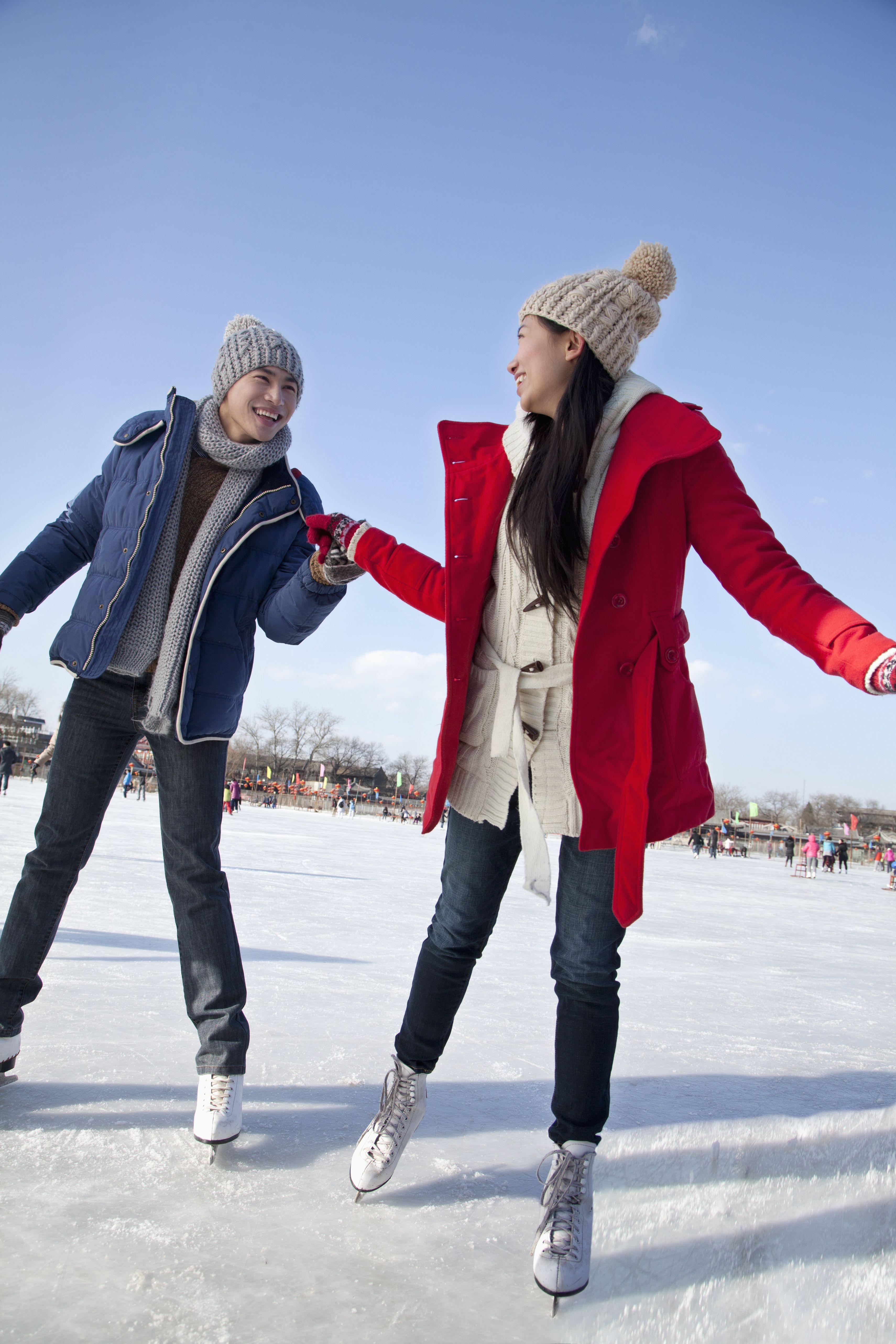 12 Amazing Winter Date Ideas