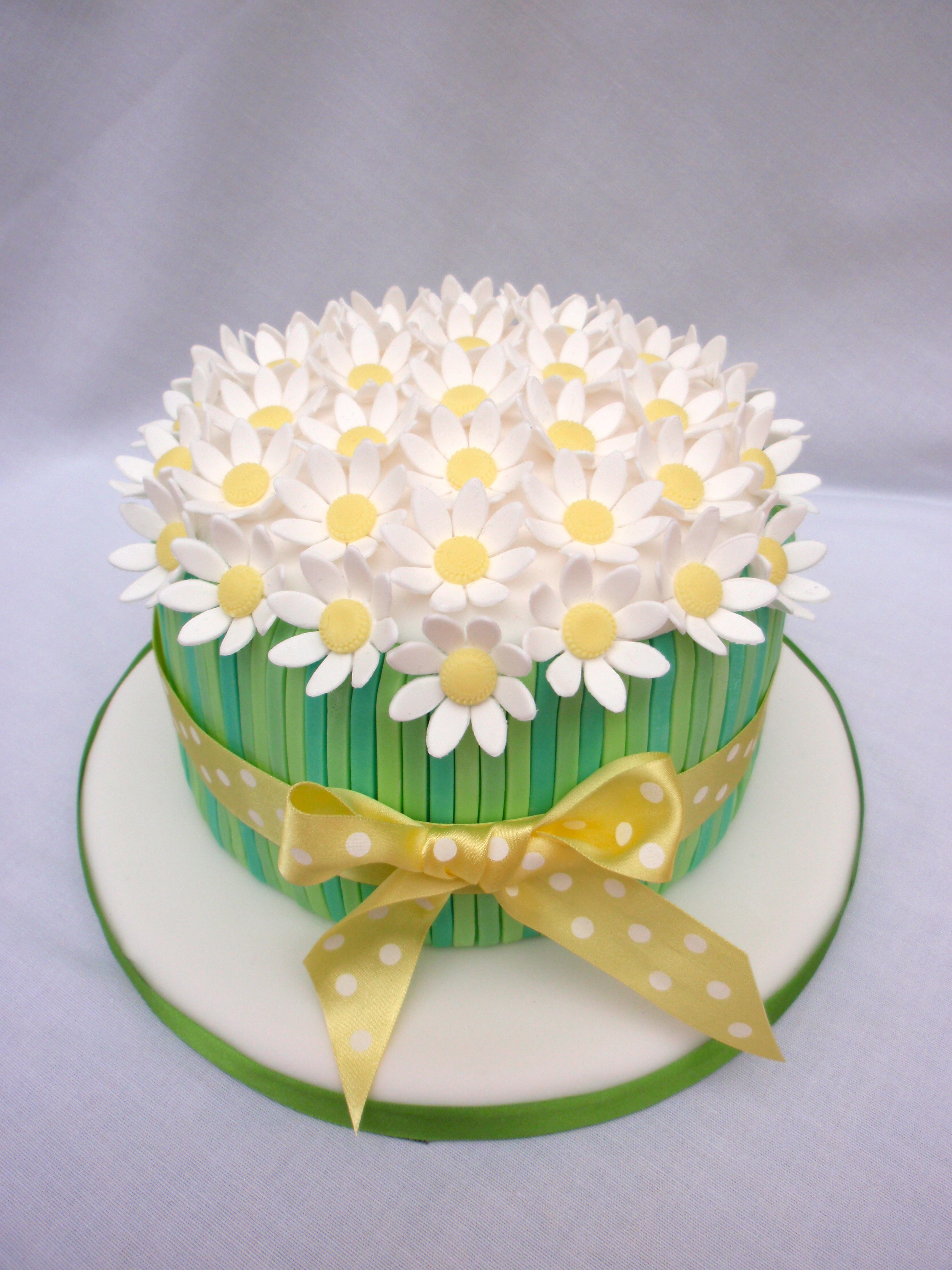 Stupendous Daisy Birthday Cake With Images Daisy Cakes Birthday Cake Funny Birthday Cards Online Alyptdamsfinfo