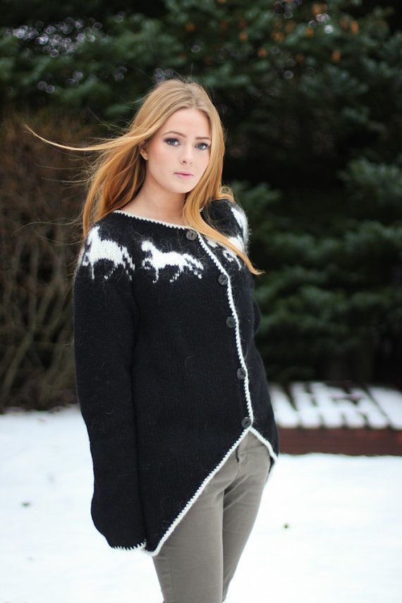 Handknitted sweater with horse pattern 100 icelandic by