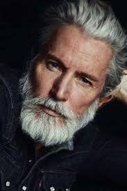 Sognare uomo con i capelli bianchi