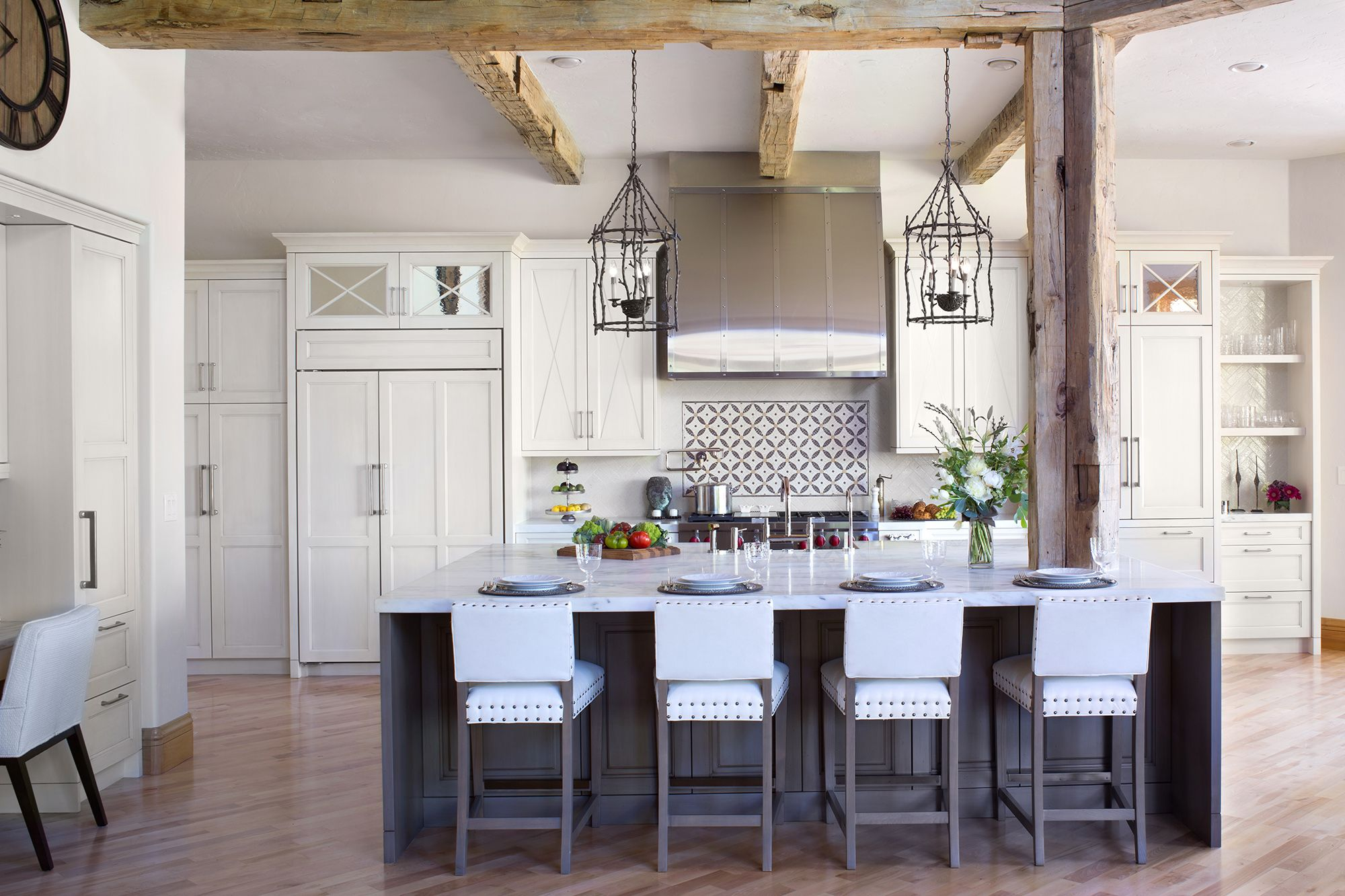 Patti Naumann Designer Spotlight William Ohs Consider This Company To Build Dining Ro In 2020 White Kitchen Remodeling Kitchen Design Transitional Kitchen Design