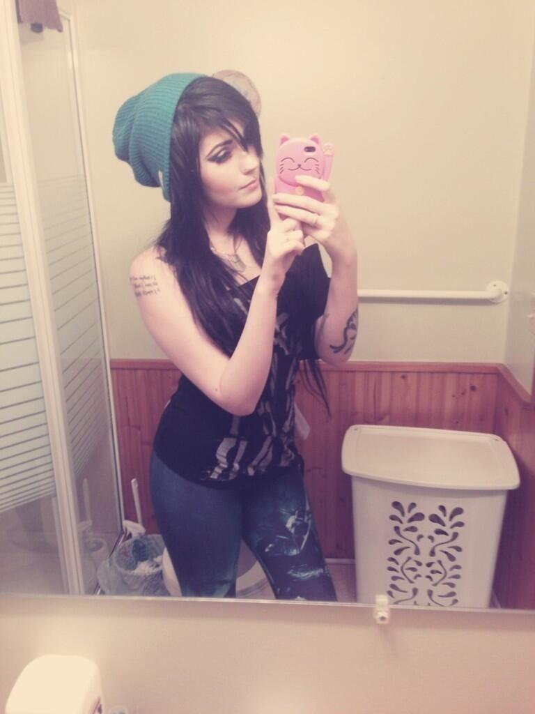 Leda muir ledamonsterbunny black dyed hair pretty color me