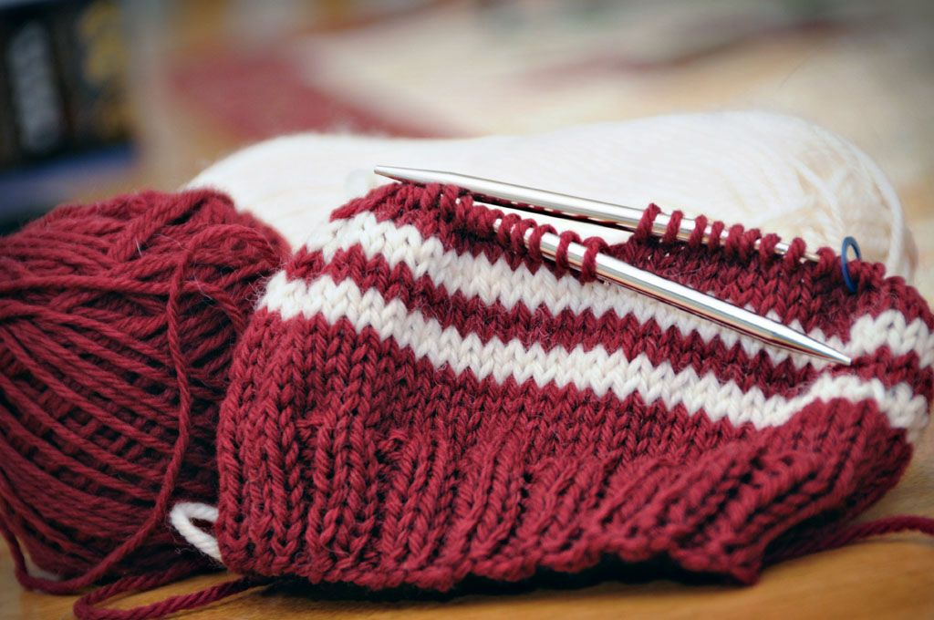 Basic Knit Hat On Circular Needles Crochetknitting Pinterest