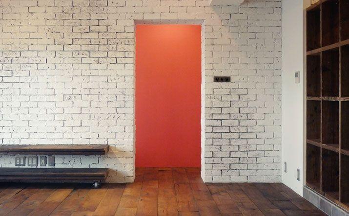 レンガ構造壁の質感をエイジング塗装でリアルに表現 r不動産