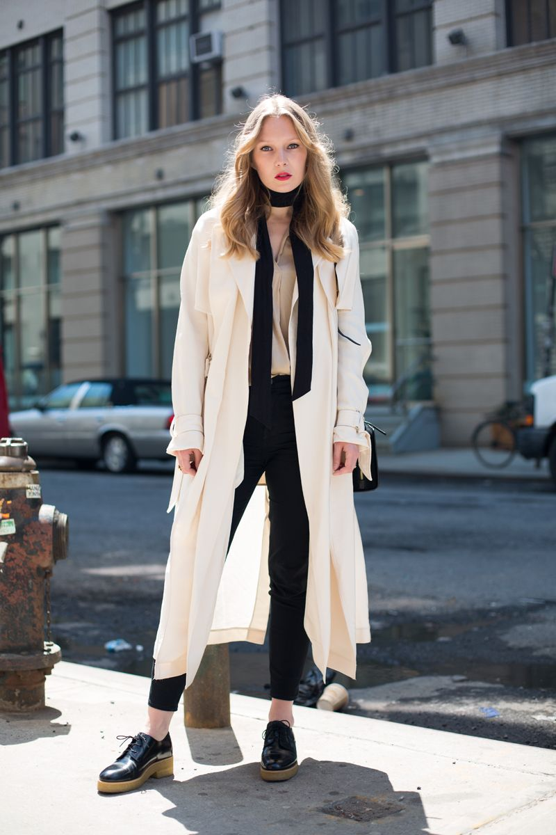 a1011dc2a376 Trench + Skinny scarf + Brogues