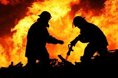 Firefighter Pictures Fire Images Nice Flames Wallpaper Feuerwehr Feuerwehrleute Feuerwehrmann