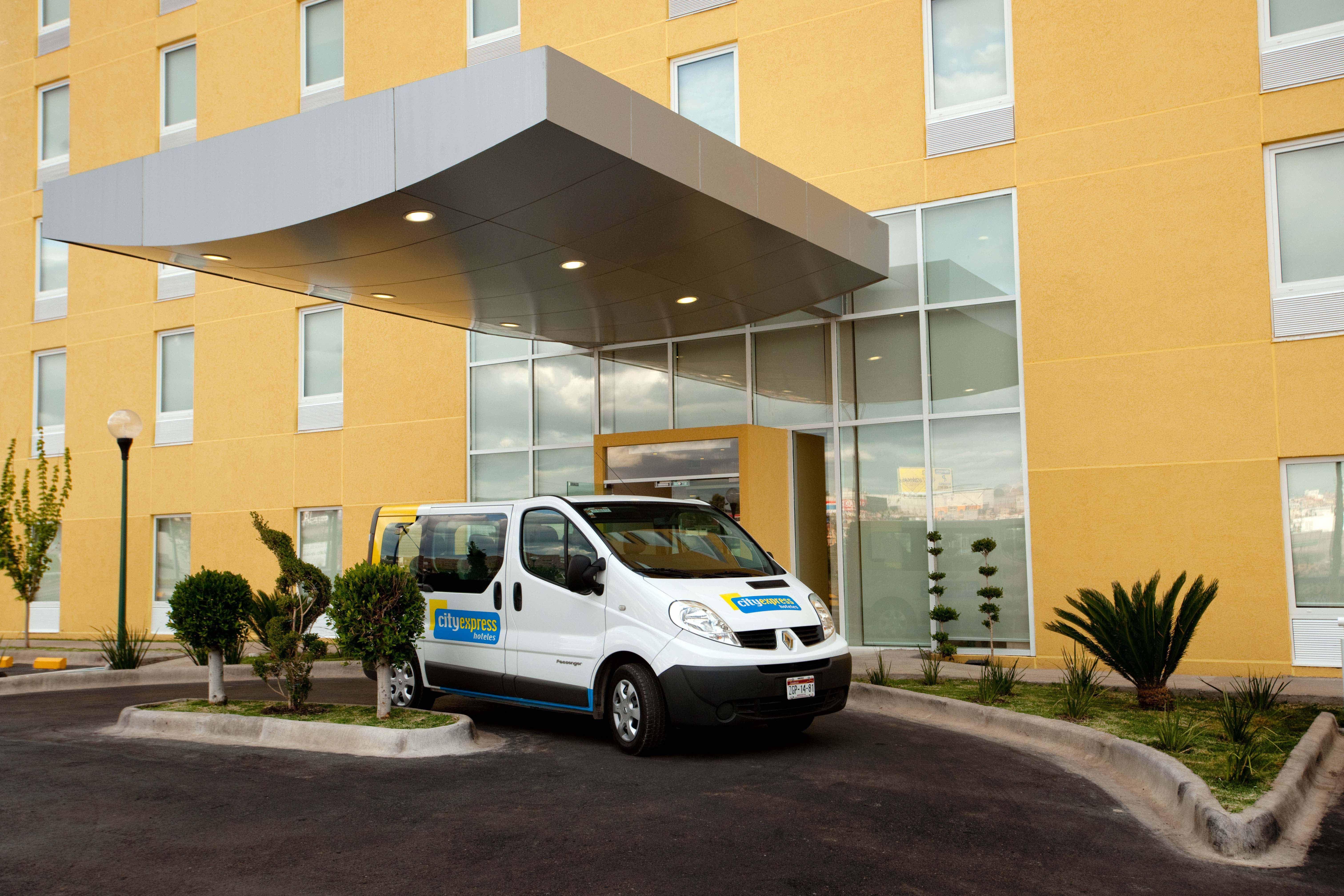 Servicio de transporte gratuito (5 km a la redonda) - City Express Zacatecas
