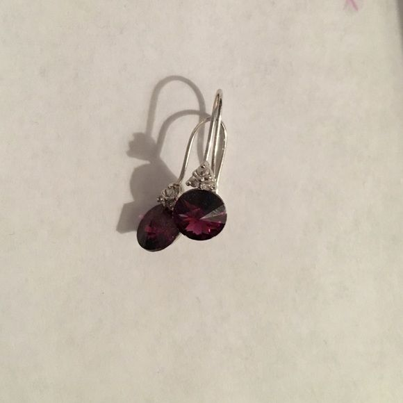 Purple earrings Excellent condition small purple drop earrings                                                                                                                                             No trading!!  Please make any offers using the offer feature and not in the comments!  Thanks for shopping in my closet 😘 Jewelry Earrings