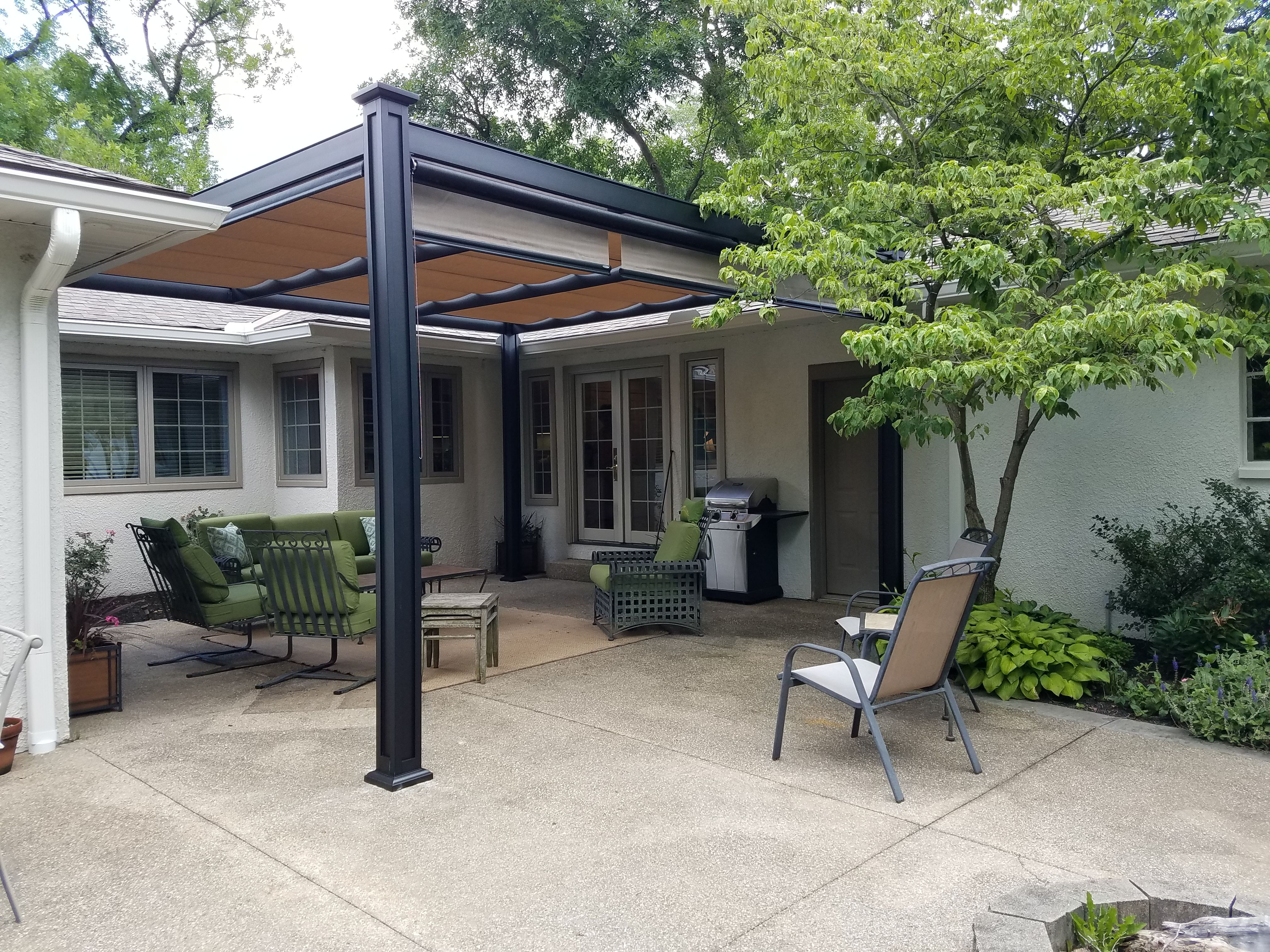 Shade For A Cozy Courtyard Aluminum Freestanding Bungalow Structure With Retractable Canopies Pergola Pergola Patio Backyard Pergola