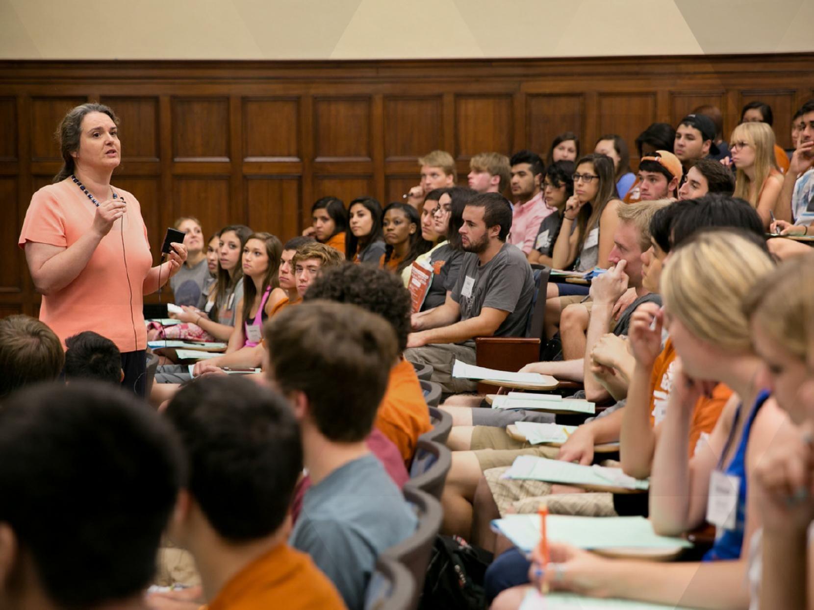 Ut Austin Leads National Effort To Help Transfer Students Earn Associate Degrees Ut News Transfer Student Student Associate Degree