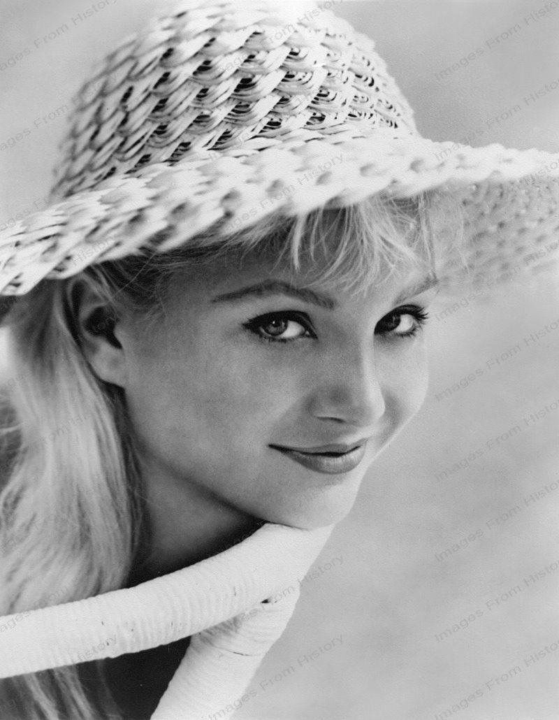 Susan Oliver born February 13, 1932 (age 86) Susan Oliver born February 13, 1932 (age 86) new picture