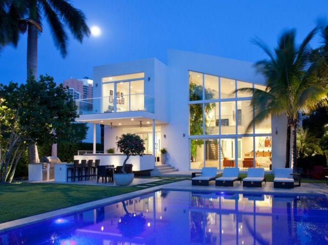 Maison contemporaine avec une façade blanche House Designs - facade de maison contemporaine