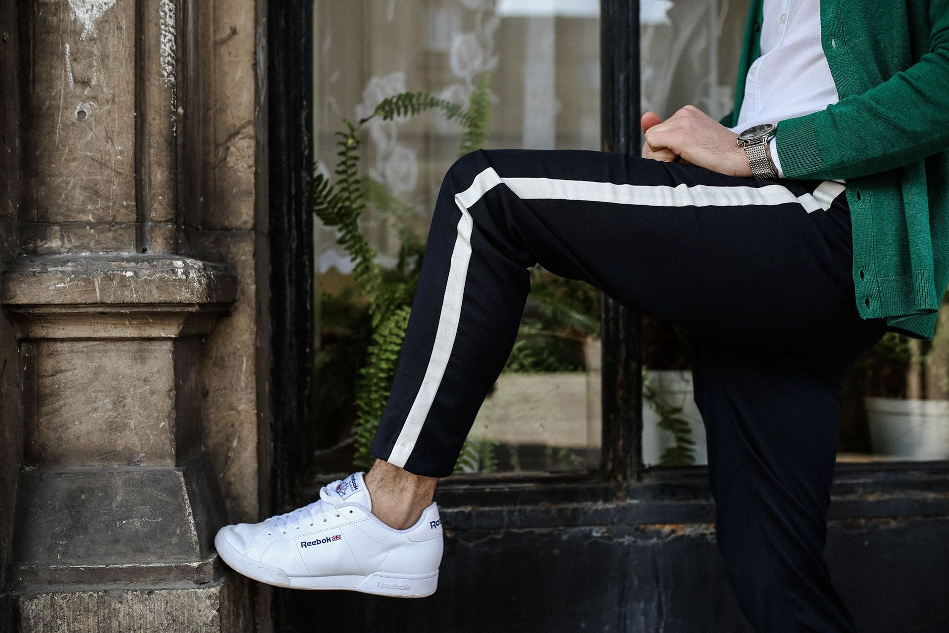 Spodnie Z Lampasami Zielony Kardigan Meska Stylizacja Wiosenna Moda Meska Wiosna 2018 Gmale Blog O Modzie Meskiej Fashion Converse Sneaker Sneakers