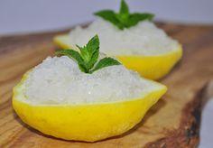 per preparare la granita di limone usare limoni freschi e non trattati, la granita di limone è un'ottimo dissetante e digestivo dopo un pranzo pesante