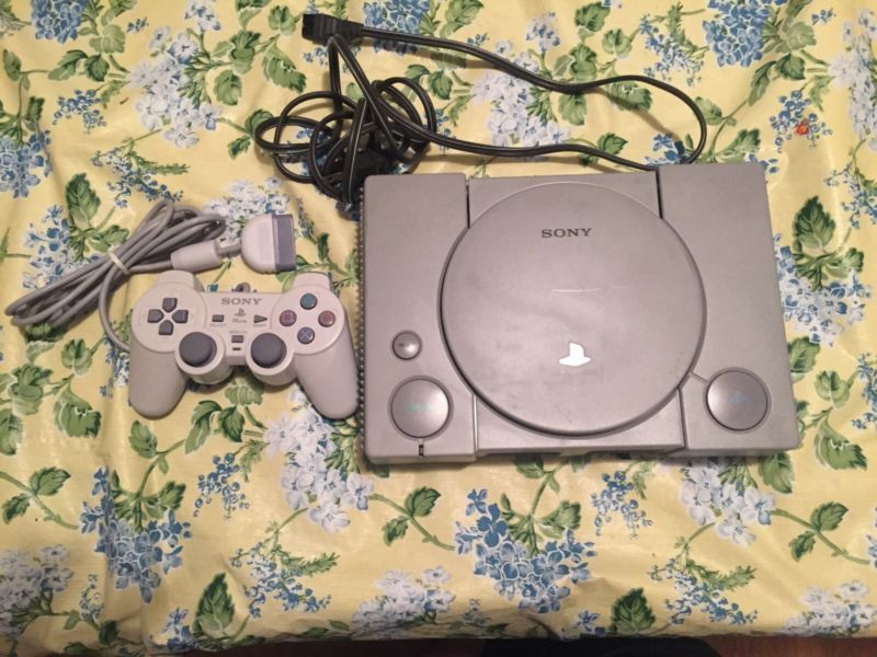 Sony PlayStation Gray Console (SCPH-7501) CONSOLE ONLY - TESTED AND WORKING PS1…