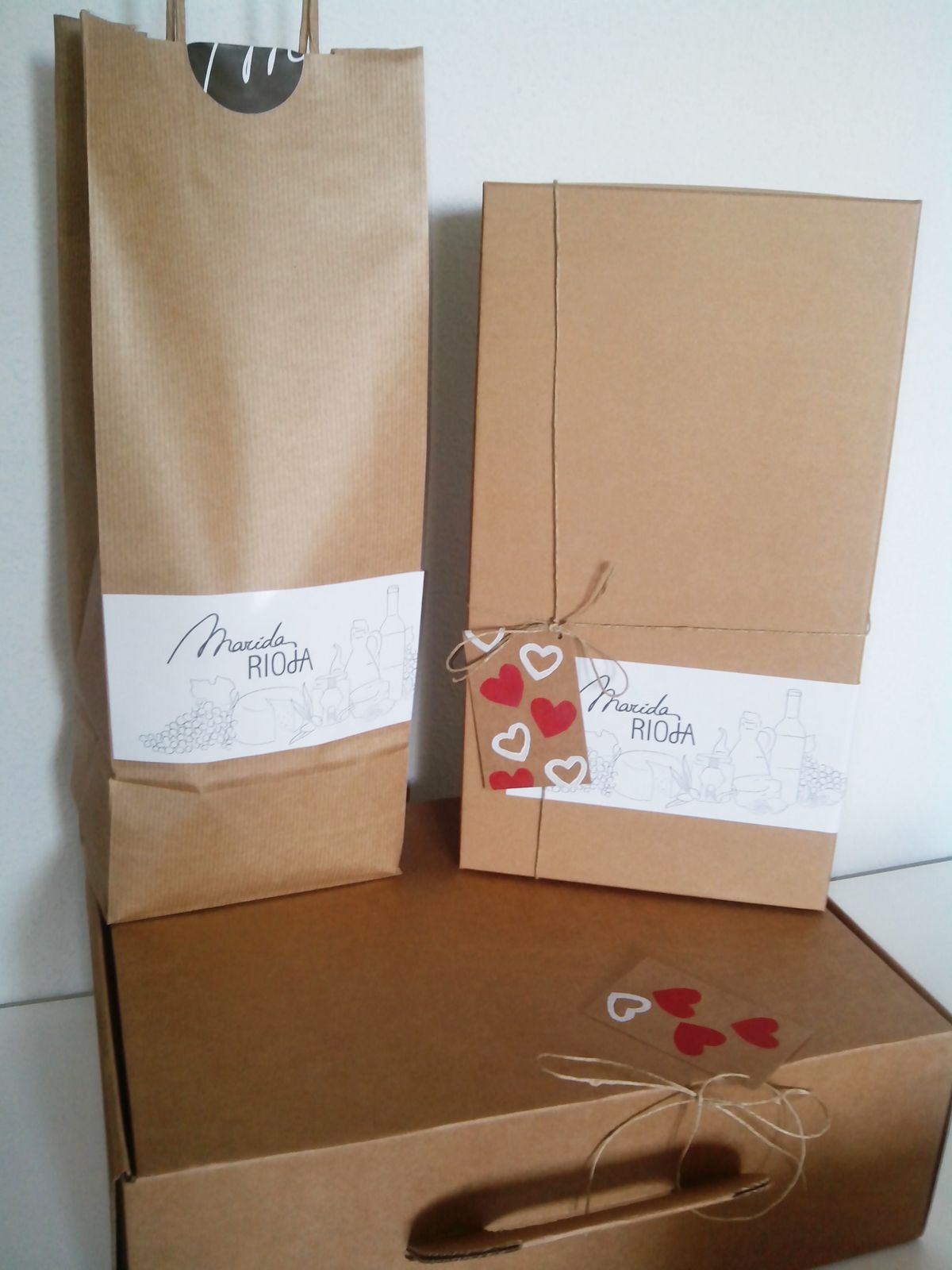 Nuestros lotes de #productosriojanos vienen envueltos de un modo muy especial. www.maridarioja.com/tiendaonline
