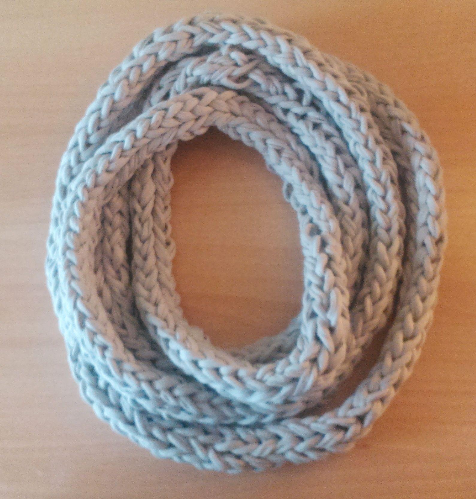 Bufanda de trapillo hecho con las manos / Fabric scarf done with hands