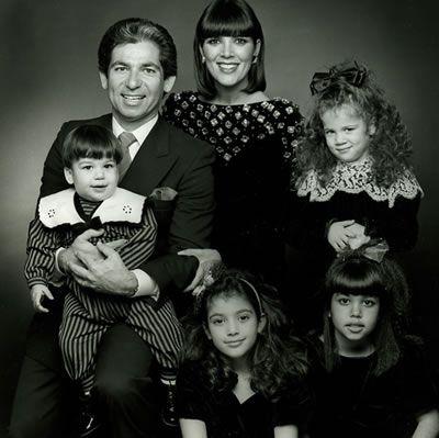 50 Photos Of Khloe Kardashian Looking Nothing Like Her Sisters Kardashian Family Photo Kardashian Christmas Robert Kardashian