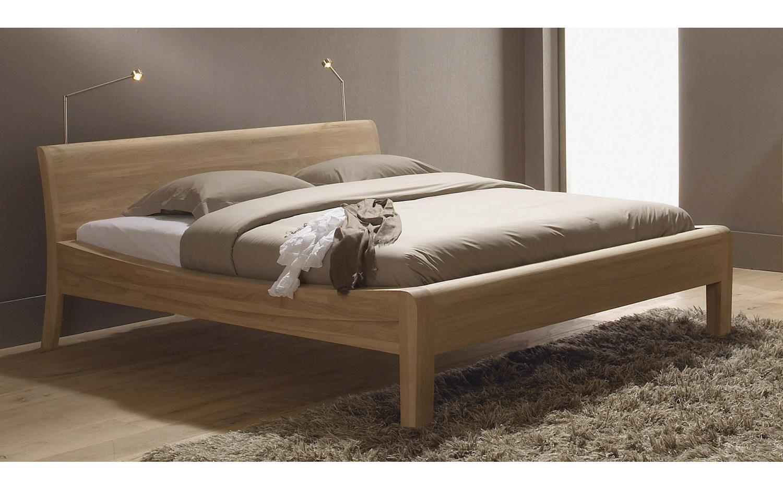 Leonardo schlafzimmer ~ Schlafzimmer landhausstil heller teppich kamin steine holzdecke