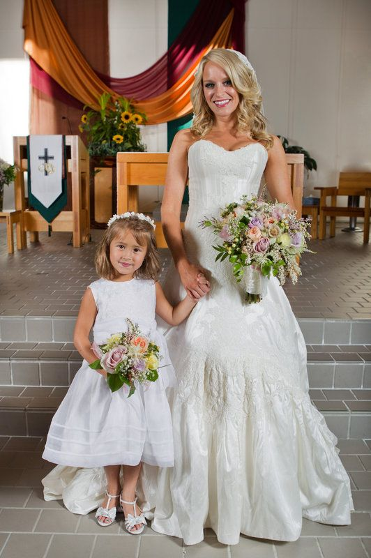 Andrew & Katie wedding Flower girl and bride picture Photo By Jodi Ann Photography