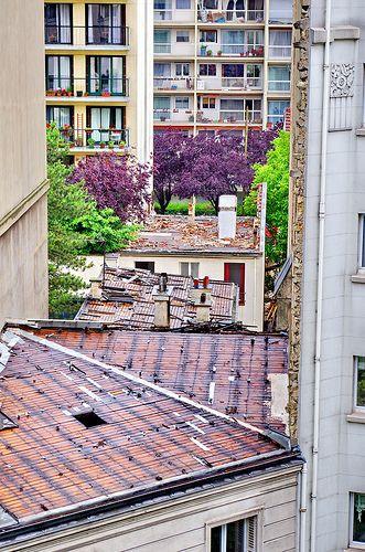 Paris avenue Gambetta, la démolition commence par le toit 2