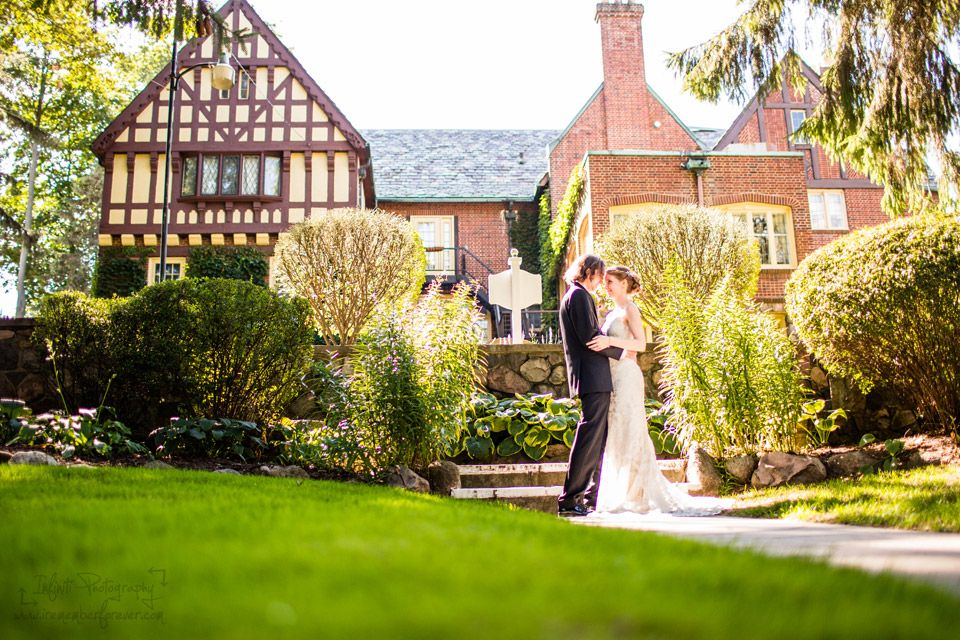 Outdoor Weddding Photography At The English Inn Near Lansing Michigan In Tudor Revival Historic Mansion