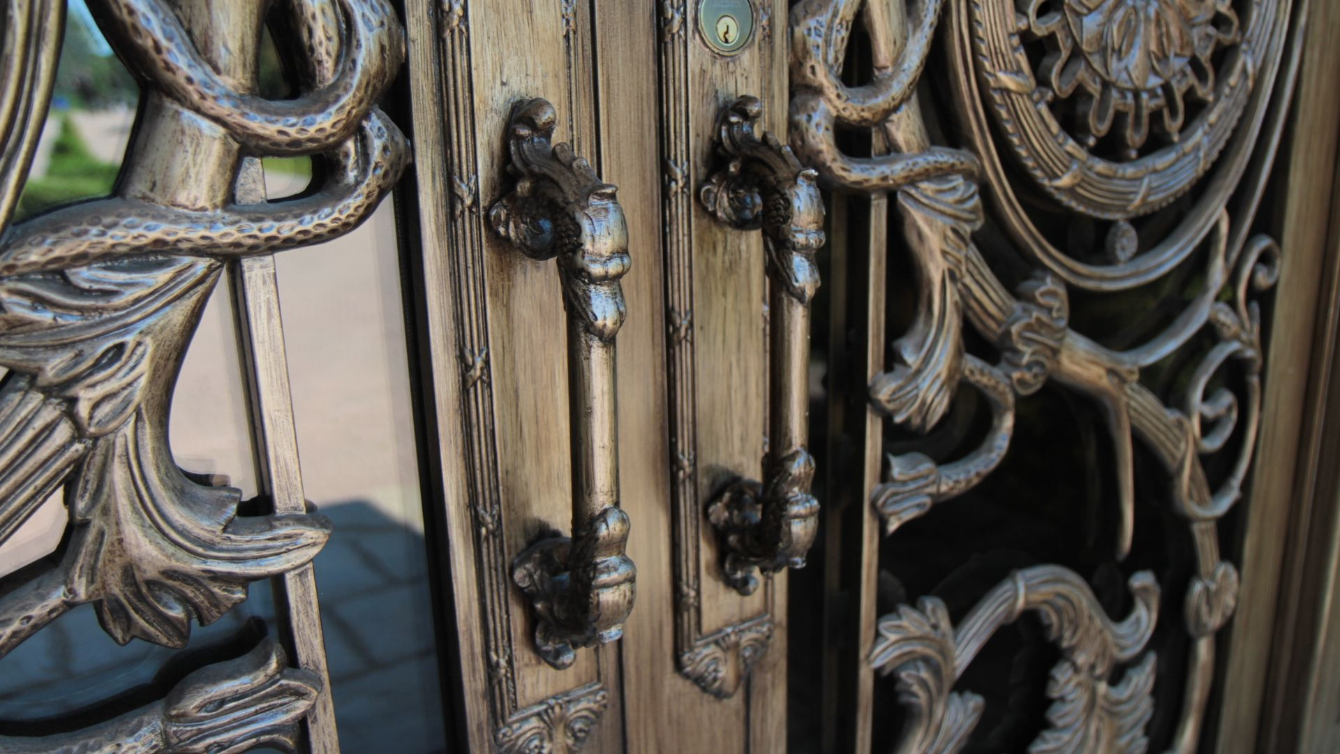 The art of door making influenced by classical antiquity and modern