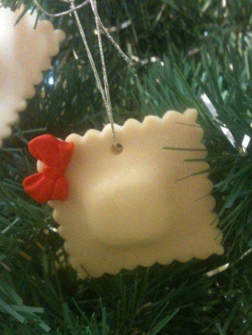 Wierd Christmas Ornament.Ten Of The Worlds Craziest And Weird Christmas Tree