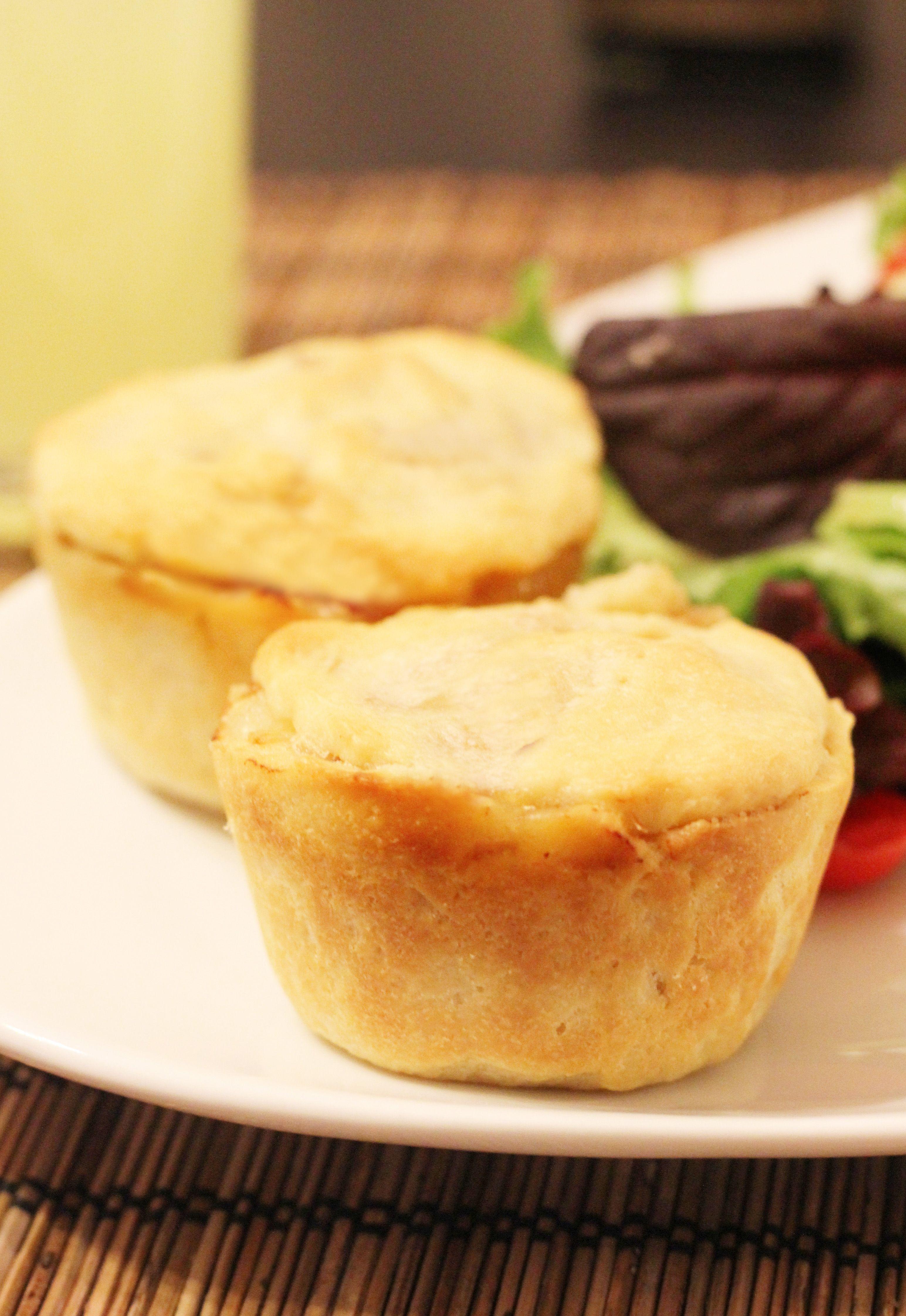 Mini Potato Pies. Find the recipe here: http://fahrenbite.wordpress.com/2012/06/04/mini-potato-pies/