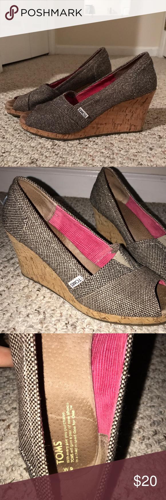 Tom's Calypso Women's Size 9 Peep toe wedge heels Tom's Calypso Women's Size 9. Brown beige tweed fabric canvas uppergold color metallic thread accents. Peep toe slip on shoes 3. 5