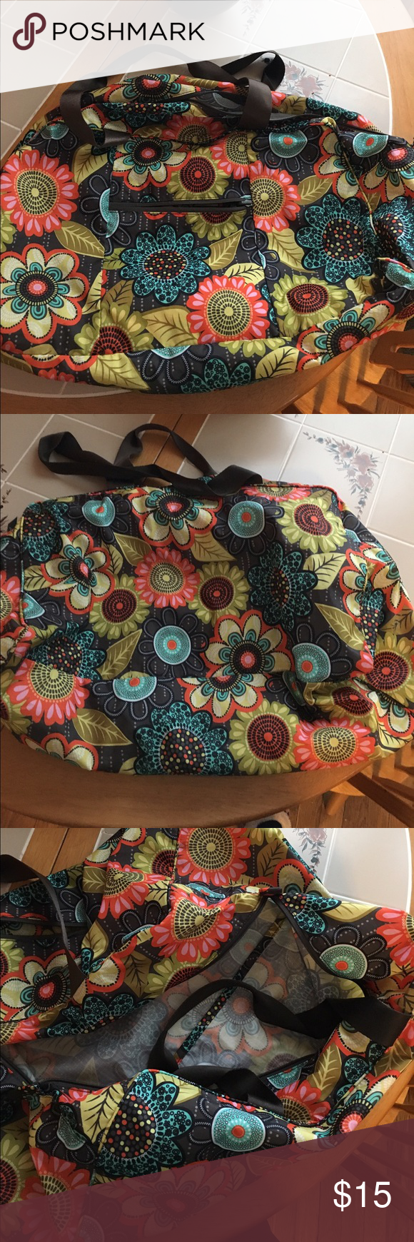 Gently used duffle Great for the gym or a weekend trip! Nylon material no signs of wear Vera Bradley Bags Travel Bags