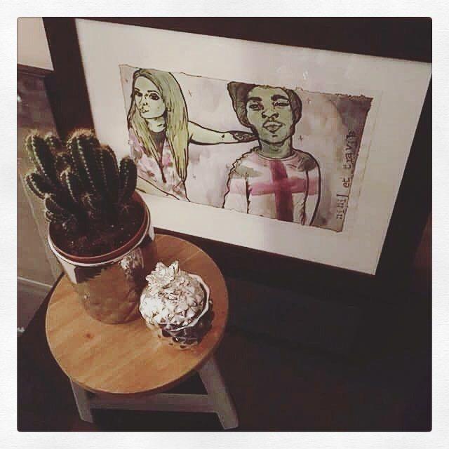 Aaaah mais je suis tellement flattée. Merci @miinowz il est génial chez toi ce portrait... 😍😍😍 #decoration #artwork #tableau #portrait #sketches #illustration #couple #love #home