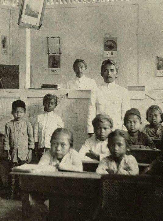 Java school. 1920. https://twitter.com/OpusLearning