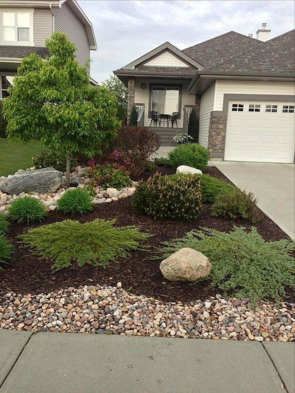 20 Inexpensive Front Yard Landscaping Ideas Trendedecor Front Yard Landscaping Design Small Front Yard Landscaping Home Landscaping
