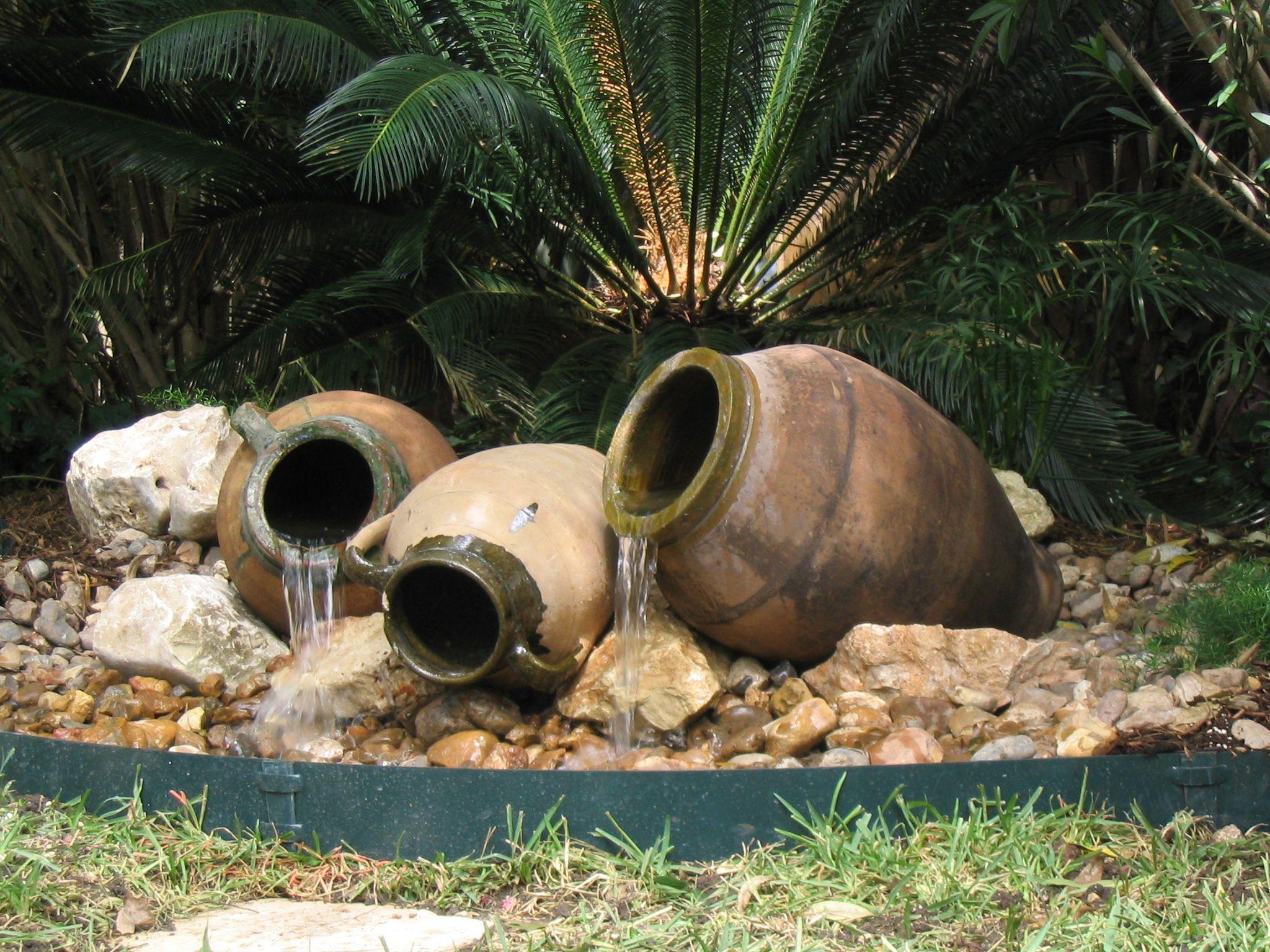 Clay Urn Fountain Mom Would Love This Fuentes Para Jardin Fuentes De Agua De Jardin Caracteristicas Del Agua Al Aire Libre