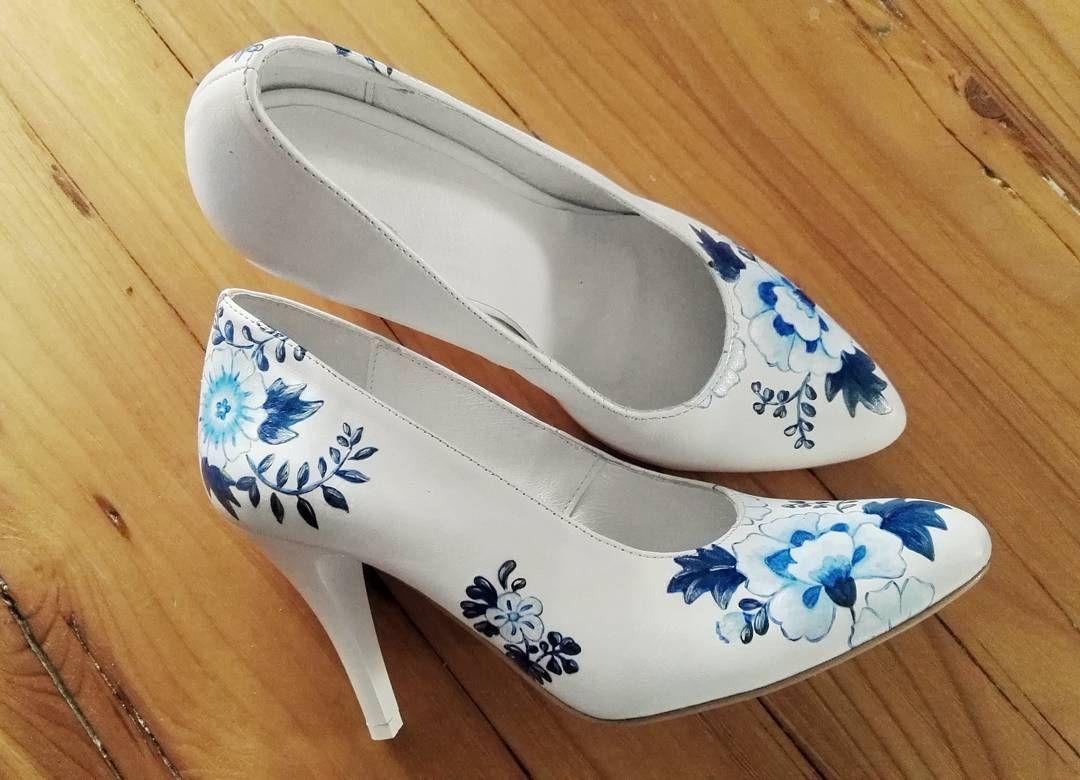 caa99edb98ad6 Kolejne indywidualne zamówienie w którym się zakochałam :) Kto ma ochotę na  takie szpilki? #malowane #chabry #kwiaty #goralka #handmade #handpainted #  ...
