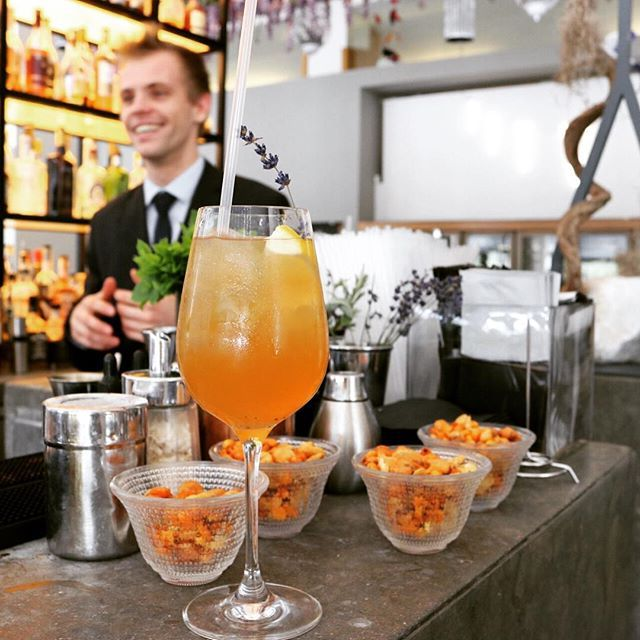 Summer cocktails bringing #thesunnyside16 back @skylonrestaurant 🙌 ••• #skylon #cocktails #mysouthbank #southbanklondon #summer #summer2016 #love #london #drinks