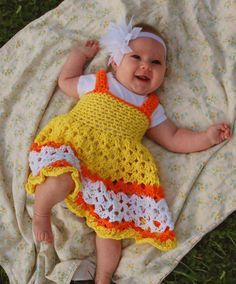 This free crochet dress pattern is named Sunshine and Marmalade which is the perfect little name for such a bright and colorful dress. How can you not smile a little spring time smile when seeing a…