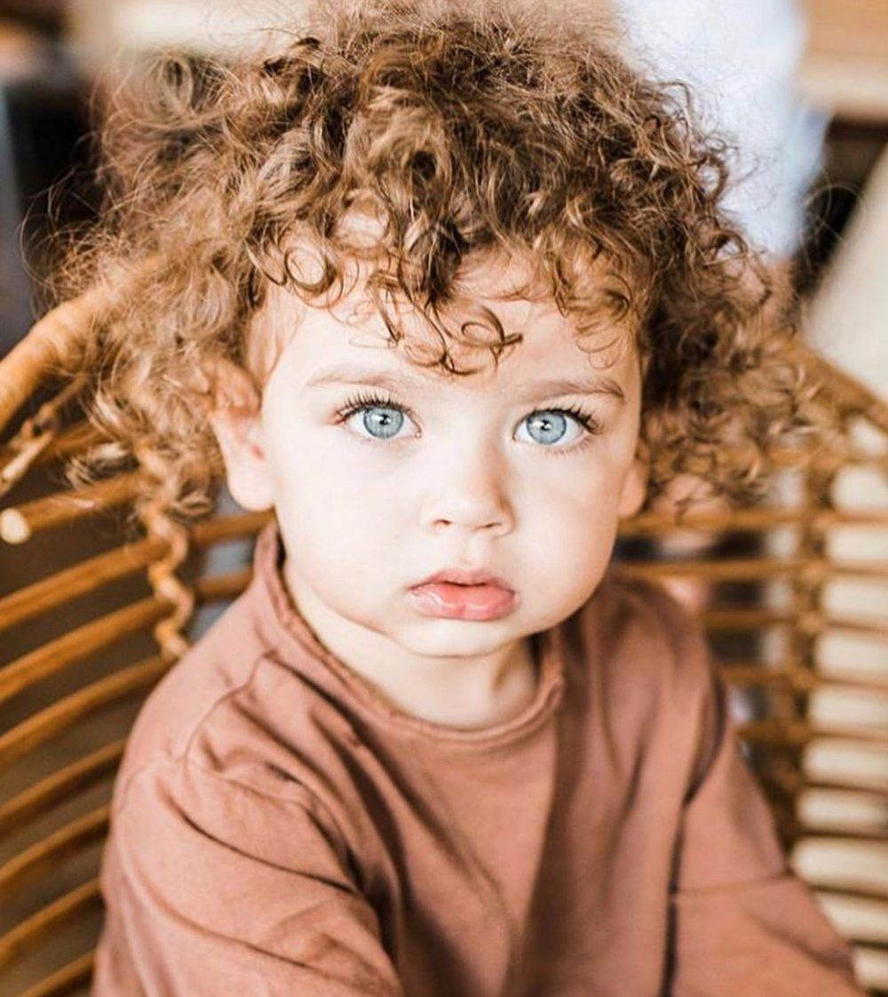 Oh Just Take A Look At This Visit Us Kinderarea Com Cute Kids Photography Curly Hair Baby Blue Eyed Baby