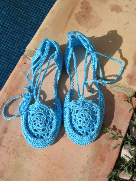 Knitting Crochet In Spanish : How to make your own crocheted shoes in spanish but can