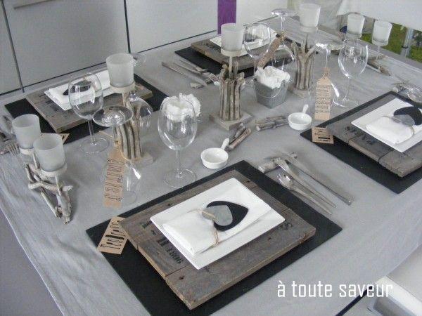 déco de table en bois brut ardoise et zinc | Inspiration Mariage ...